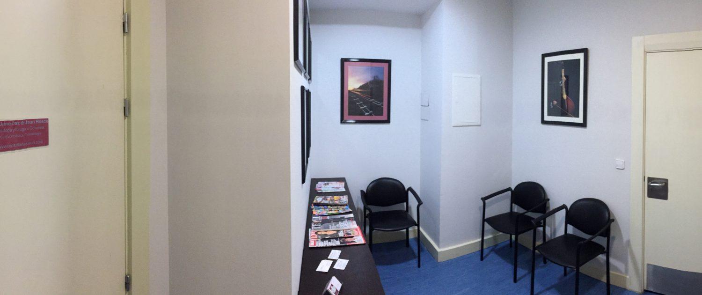 Sala de espera interior; Panorámica frontal
